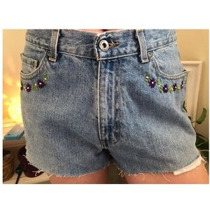 Flower embroidered vintage denim shorts